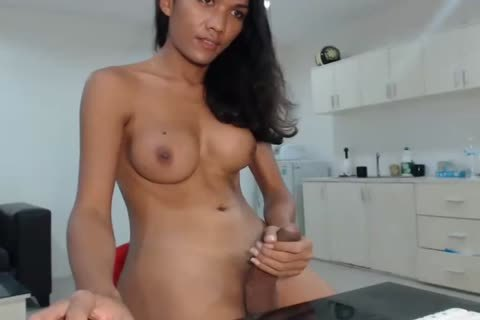 wild Yim blows A Load On Her Desk