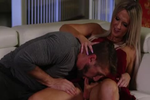 pretty blonde TS Kayleigh Coxx Trades bj With Wesley