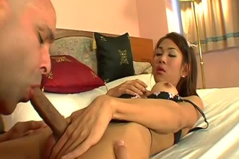 oral stimulation sex With An asian tranny